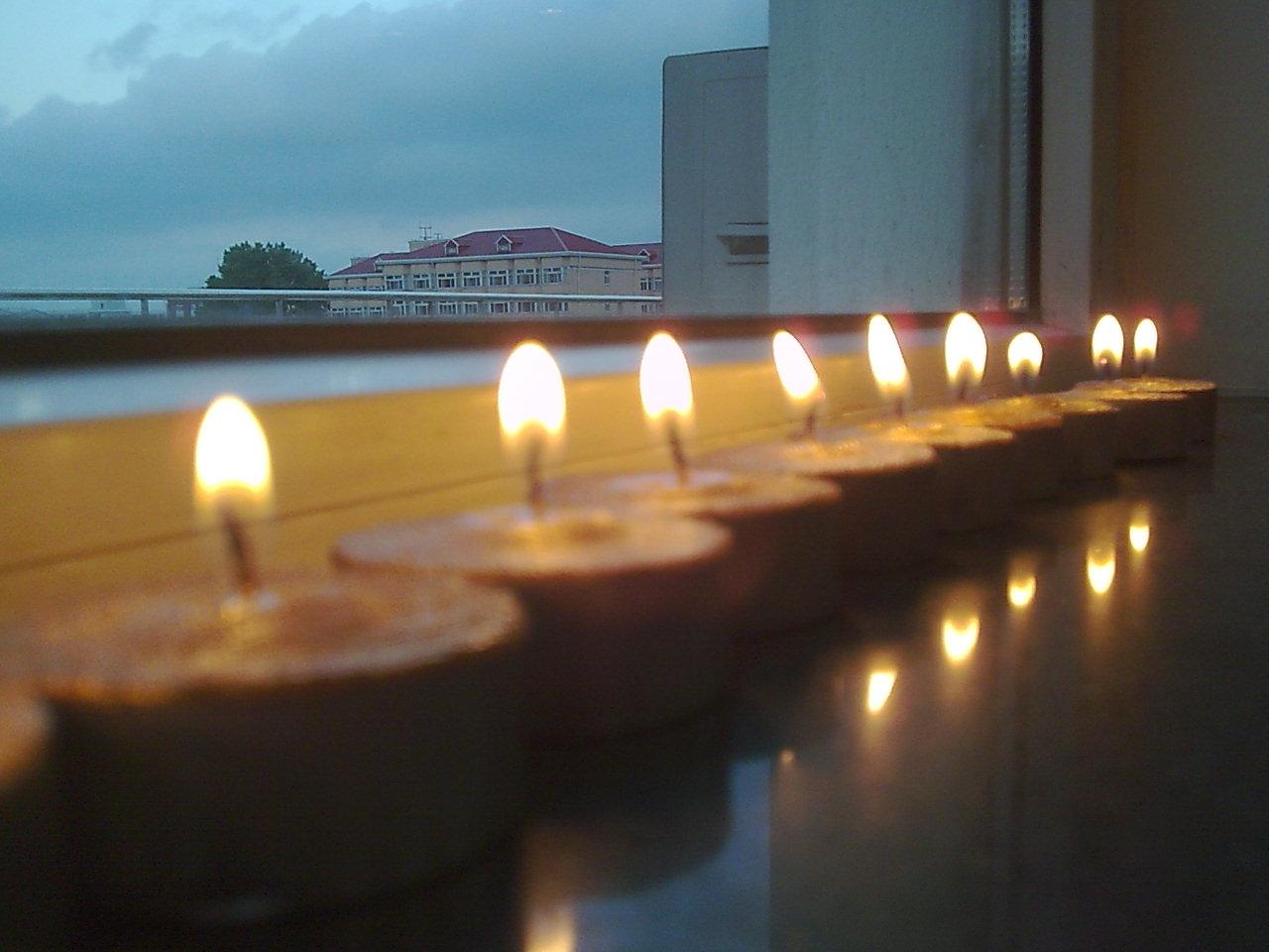窗台蜡烛2